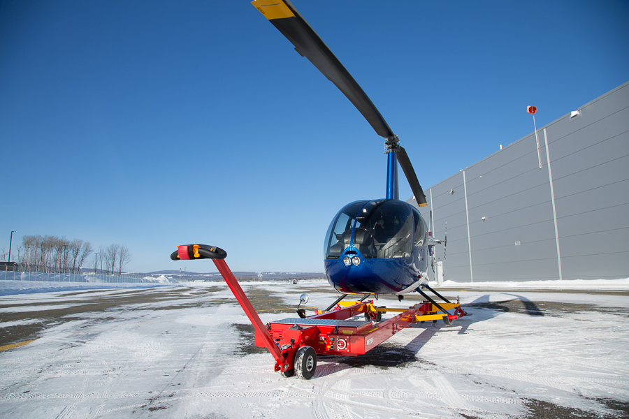HeliCarrier V910 with Robinson 44 in cold weather