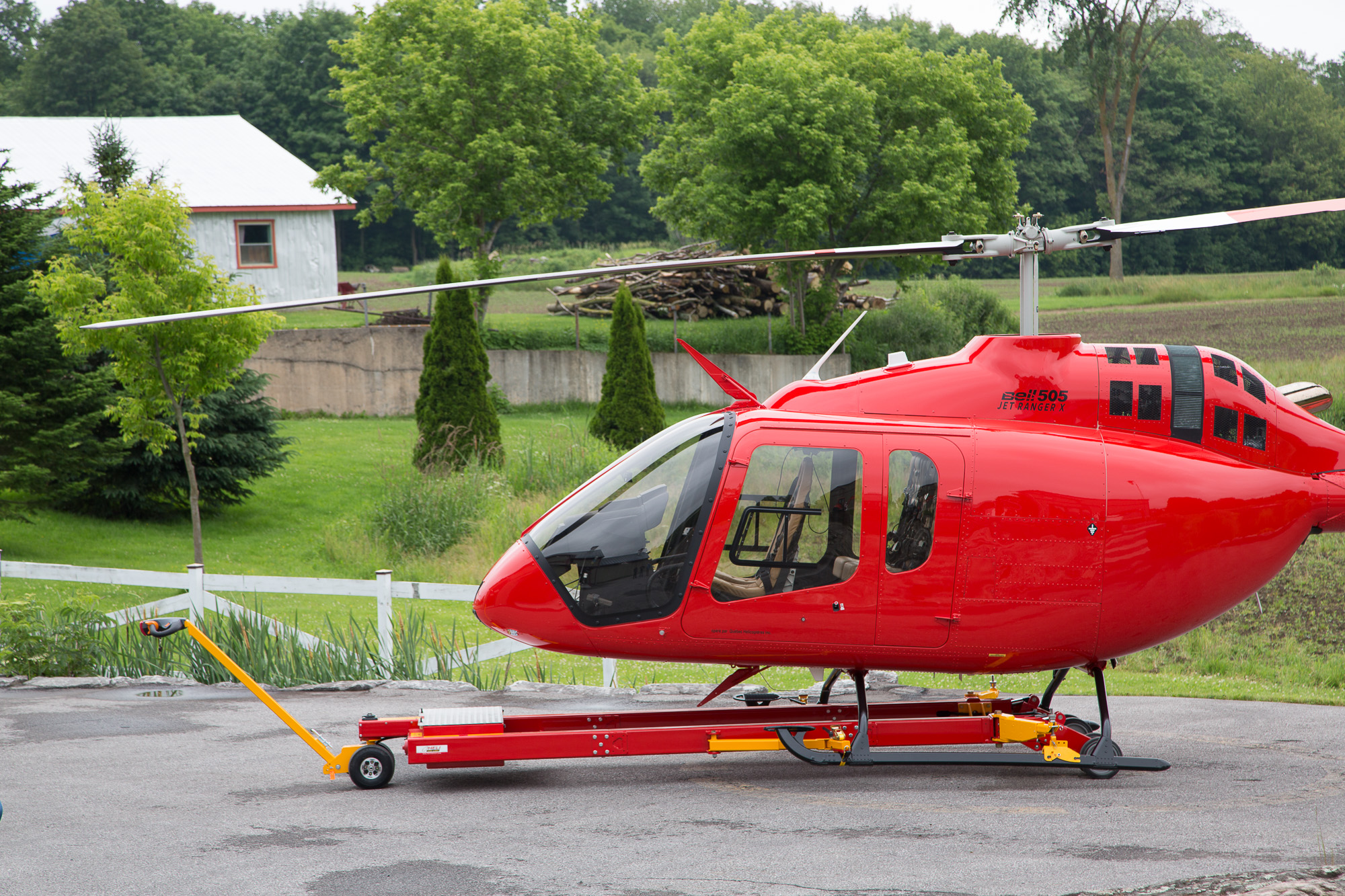 V910 Heli-Carrier Sideview with Bell 505 JetRanger X