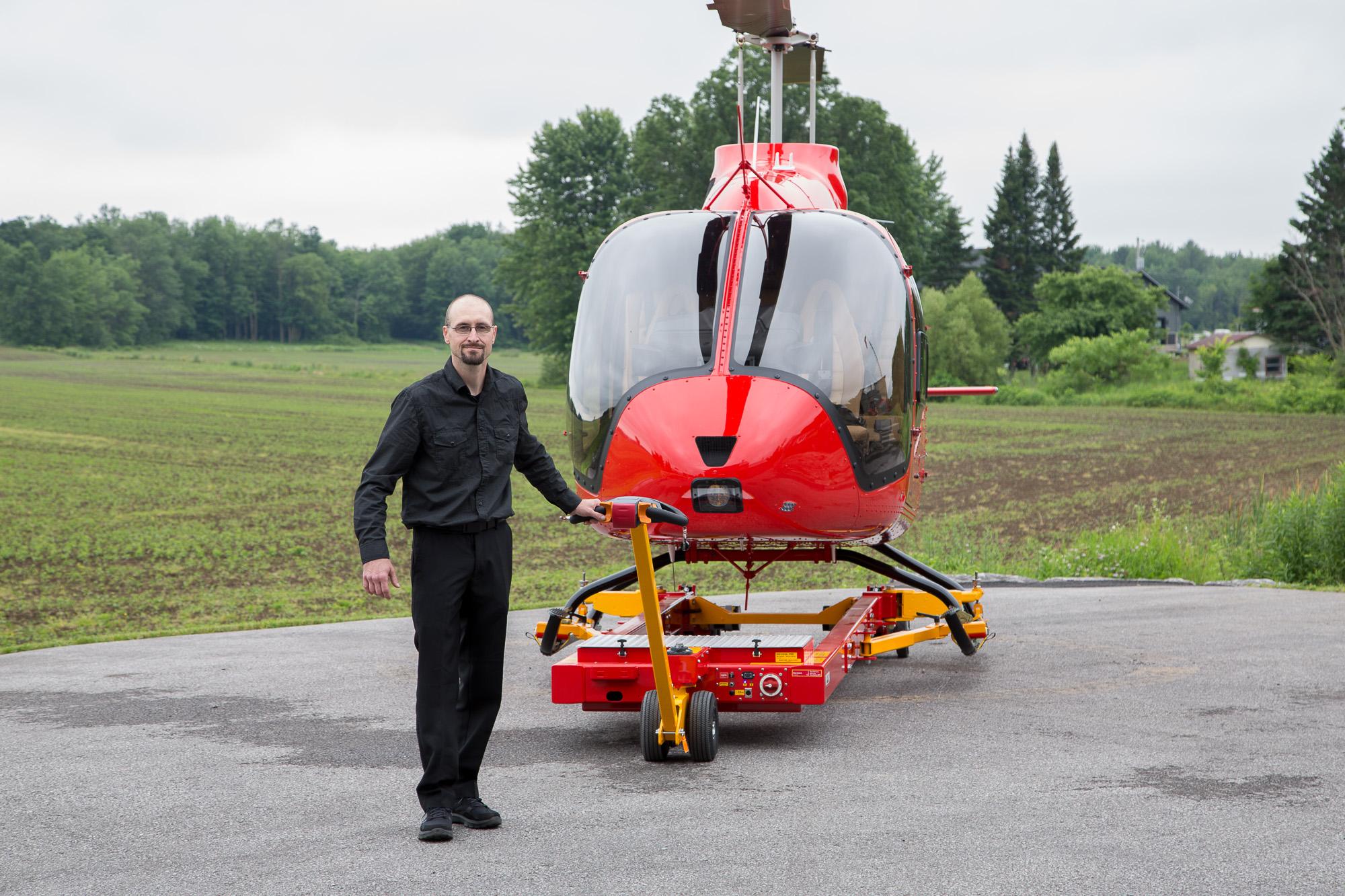 V910 Tug with Bell 505 JetRanger X